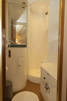Master bedroom shower/wc/bidet
